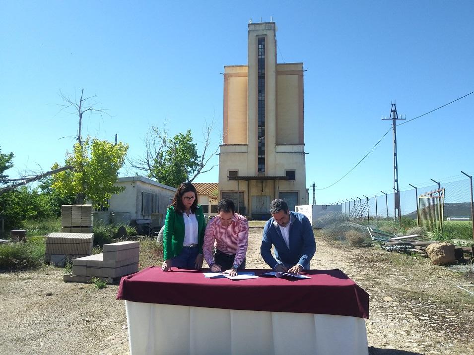 """Mancha Norte y el ayuntamiento de Herencia firman el convenio para poner en marcha el """"QUHESALIA"""", centro de interpretación del queso"""